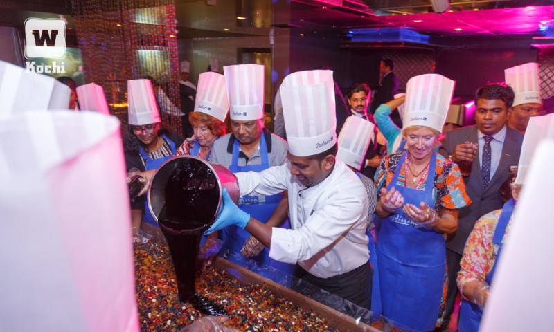 A rich and royal cake mixing